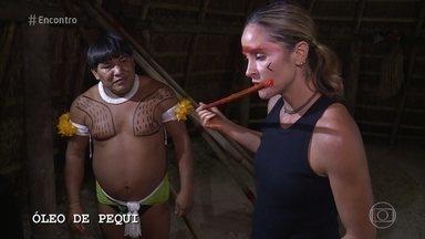 Juliana Sana participa de rituais da cultura indígena - Repórter passa o dia com índios para acompanhar a rotina, experimentar a culinária e até participar de uma luta típica da tribo