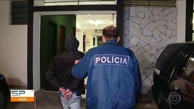 Dois suspeitos de participação na morte de mulher na Brasilândia são detidos - Um menor de 17 anos foi apreendido e um homem, preso. A polícia agora procura um terceiro criminoso. A atendente de 49 anos foi morta com dois tiros por causa de um celular.