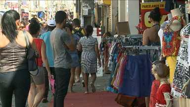 Maranhense aproveitam feriados para ir às compras - Muita gente aproveitou o feriado desta sexta para ir as compras na principal rua do comércio popular de São Luís