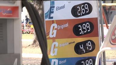 Procon e Ministério Público fiscalizam postos de combustíveis no Paraná - A fiscalização é para apurar se há cobrança indevida depois do aumento no preço dos combustíveis.