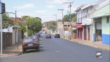 Semáforo é instalado entre as ruas Américo Batista e Pernambuco em Ribeirão, SP - Segundo a Transerp, medida prevê melhor fluidez no trânsito.