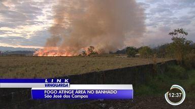 Grande incêndio atingiu área de mata em São José - Área atingida, no Limoeiro, fica próxima ao Limoeiro.