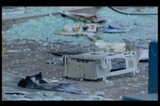 Duas agências bancárias são explodidas em Formiga - Segundo a Polícia Militar (PM), a ação ocorreu por volta das 3h15. Ligações anônimas informaram que havia seis suspeitos armados dentro de dois veículos.