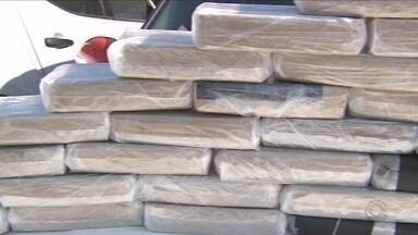 Homem é preso com mais de 30 kg de crack em fundo falso de carro - Homem é preso com mais de 30 kg de crack em fundo falso de carro