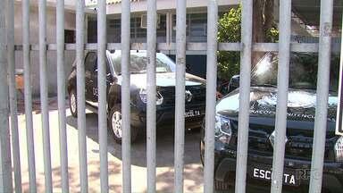 Agentes do Depen encontram celulares, drogas e facas artesanais com presos de Sarandi - Apreensões foram realizadas em operação de rotina; carceragem está superlotada