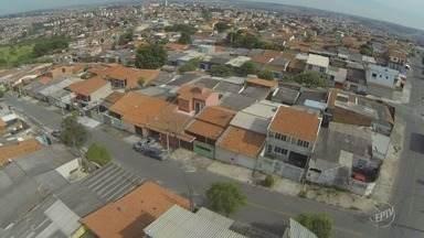 Procura por casas populares aumenta enquanto entrega destes imóveis cai em Campinas - Somente no primeiro semestre de 2017, 36 mil pessoas se inscreveram na Cohab mas nenhuma casa foi distribuída.