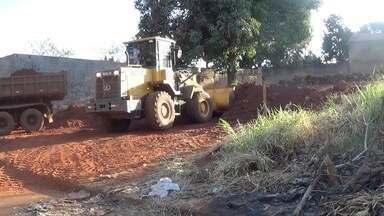 Moradores do Tijuca limpam terreno que era abrigo de criminosos em Campo Grande - Moradores do Tijuca limpam terreno que era abrigo de criminosos em Campo Grande