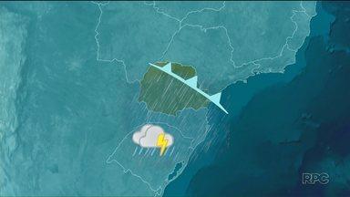Chuva muda o tempo no Paraná - As nuvens carregadas passam rapidamente pelo Paraná e provocam chuva. Na sexta-feira o tempo seca e esfria.