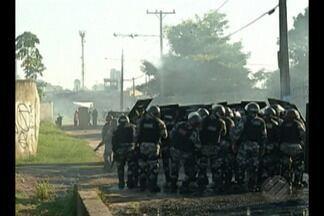 Ocupantes de um terreno entram em confronto com a PM durante a reintegração no jurunas - A movimentação aconteceu durante a manhã de quarta-feira, 02.