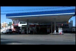 Alguns postos de combustíveis em Divinópolis ficam sem combustível - Após o protesto dos caminhoneiros, muitas pessoas foram abastecer os carros. Com a demanda acima da média, alguns postos ficaram sem gasolina.