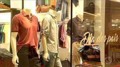 RJTV mostra que comércio do Sul do Rio se prepara para o Dia dos Pais - Muitas lojas na região estão em promoção.