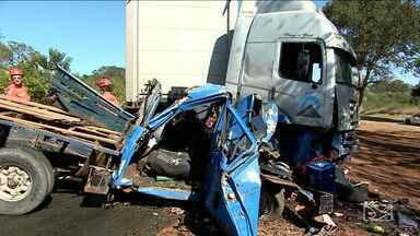 Três pessoas ficam feridas em acidente na BR-316 no MA - Três pessoas ficaram feridas em acidente hoje na manhã desta quinta-feira (3), na BR-316, no leste do estado.