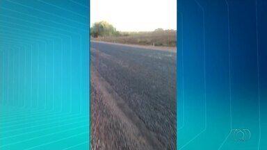 Motorista reclama dos asfalto na BR-153 perto de Oliveira de Fátima - Motorista reclama dos asfalto na BR-153 perto de Oliveira de Fátima