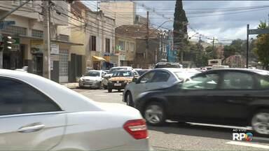 Problemas em máquinas atrasam início das obras, na R. Mateus Leme, em Curitiba - A Rua Mateus Leme a Rua Nilo Peçanha vão formar o novo binário da cidade.