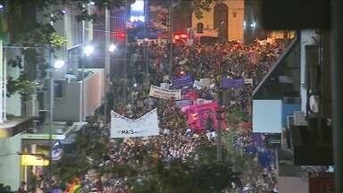 Marcha de mulheres em Florianópolis tem protesto contra o governo Temer - Marcha de mulheres em Florianópolis tem protesto contra o governo Temer