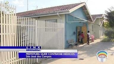 Com dificuldade em contratar médicos, São José vai pagar profissional por consulta - Prefeitura alega ter problemas para manter médicos vinculados à rede. Agora, eles serão contratados por consulta, sem vínculo, a R$ 22.