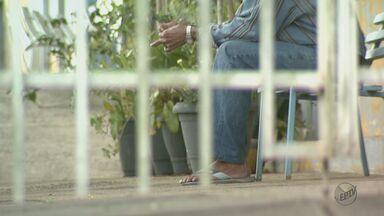 Lar de idosos de Analândia devolve pacientes às famílias - Medida é fruto de pedidos de adequação do Ministério Público.