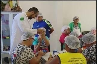 Moradores do Bairro Morumbi em Uberlândia exercitam mãos e mente em projeto - Trabalho é realizado na Unidade Básica de Saúde da Família (UBSF). Culinária, artesanato e rodas de conversas são algumas das atividades desenvolvidas.