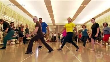 Coordenação motora é principal dificuldade para quem quer aprender a dançar - Dizem que quanto mais a gente treina, melhor a gente fica. Mas ver o movimento é uma coisa, fazer o corpo realizar exatamente aquilo que é preciso é diferente.