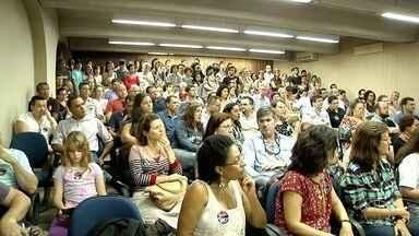 Professores da Uenf participam de assembleia e discutem o futuro da instituição nesta 5ª - Assista a seguir.