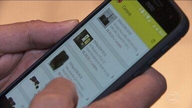Aplicativos de produtos usados são a nova cara dos classificados na internet - Muita gente tem encontrado nos apps de celular uma maneira de se desfazer de objetos antigos e ganhar dinheiro com isso.
