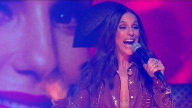 """Ivete Sangalo apresenta 'O Farol' no Fantástico. - """"O Sol vai brilhar inteiro pra nós..."""". Plateia vem abaixo com sucesso ao vivo no nosso palco."""