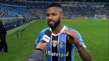 """Fernandinho fala sobre fase de artilheiro: """"Estou sempre à disposição"""" - Gaúchos vencem e seguem em segundo lugar, a oito pontos do líder, Corinthians."""