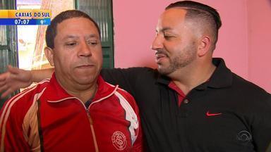 Pai e filho se reencontram após quase 30 anos - Filho acreditava que pai estava morto.