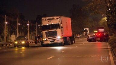 Motorista de caminhão sequestrado deve prestar depoimento nesta segunda (7) - Antônio Euclides Ribeiro sofreu sequestro neste domingo (6) na Avenida Brasil. Ele deve prestar depoimento nesta segunda-feira (7).