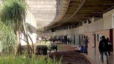 Cortes do governo ameaçam bolsas de 90 mil pesquisadores - Universidades alertam que só têm dinheiro para pagar essa ajuda de custo até setembro.