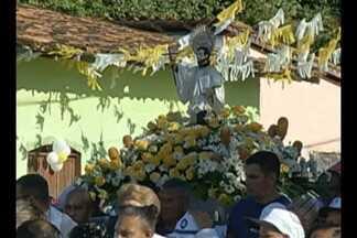 Católicos vão às ruas no Círio de São Caetano de Odivelas - Imagem do padroeiro foi levada em procissão pelos fiéis até igreja matriz.