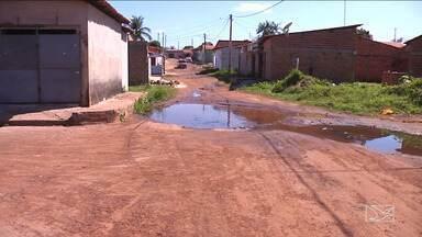 Buracos causam transtornos a moradores de Bacabal - Buracos causam transtornos a moradores de Bacabal