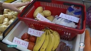 Preços de produtos que compõem a cesta básica têm reajustes em BH - O valor do tomate, por exemplo, aumentou na capital mineira.