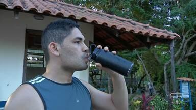 Especialistas recomendam a ingestão frequente de água para evitar desidratação - Alerta também vale para os amantes de atividades físicas.