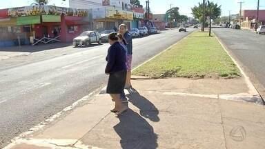 Velocidade dos motoristas e falta de lombada preocupam na Piratininga, em Campo Grande - Morador chamou repórter Alexandre Cabral para conferir situação do bairro.