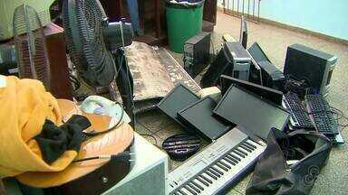 Polícia recupera objetos furtados de centro de educação especial em Macapá - Materiais foram achados em casa abandonada e arena esportiva no bairro Buritizal. Computadores, impressoras, ar-condicionado e instrumentos musicais foram furtados do Centro Raimundo Nonato na sexta-feira (4).