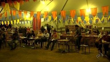 Festival do Folclore de Olímpia movimenta região noroeste paulista - O Festival do Folclore de Olímpia (SP) está movimentando a região noroeste paulista. A festa, que tem apoio da TV TEM, começou no fim de semana. Grupos de 13 estados participam este ano. Durante nove dias, o público vai conhecer várias culturas, entre elas, a do estado de Minas Gerais.