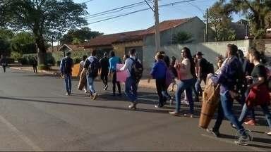 Estudantes da UFGD protestam contra corte de recursos da União - Alunos da Universidade Federal da Grande Dourados estão preocupados com o futuro de dois cursos de licenciatura e querem apoio para providências.
