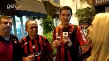 Em Santos, torcedores do Atlético-PR confiam em classificação na Libertadores - Furacão encara o Peixe nesta quinta-feira, na Vila Belmiro, pelo jogo de volta das oitavas de final da Libertadores. Torcedores mostram confiança na vaga,