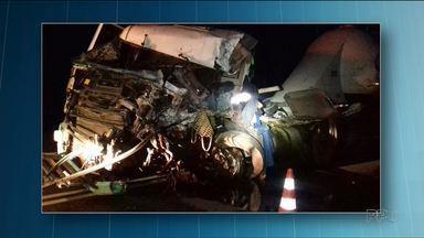 Uma pessoa morreu acidente entre caminhão e ônibus, em Guaraniaçu - Dos 14 passageiros que estavam no ônibus, dois ficaram gravemente feridos e dois tiveram ferimentos leves.