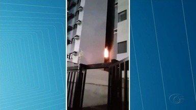 Incêndio atinge apartamento no bairro da Jatiúca - Segundo os militares do Corpo de Bombeiros, fogo pode ter sido provocado por um curto-circuito no ventilador.