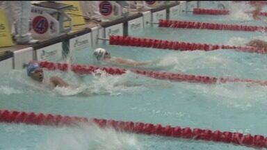Troféu José Finkel tem terceiro dia de disputas - Provas são disputadas na piscina de universidade.