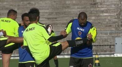 Warley usa experiência e tenta levantar astral do Botafogo-PB para a reta final da Série C - Atacante motiva o elenco e aposta em vitória sobre o Moto Club para iniciar arrancada rumo à classificação