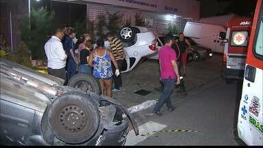 JPB2JP: Dois carros capotaram após batida na Capital - Duas mulheres ficaram feridas.