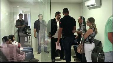 JPB2JP: Grupo é detido acusado de exercício ilegal da profissão de corretor de imóveis - Trabalhavam num escritório num shopping.