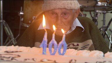 Lar de idosos prepara festa especial para morador que completou 100 anos - A festa renova a esperança para todos os moradores do asilo.