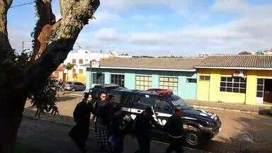 Traficantes usam táxis e até ambulâncias para transportar drogas em São Sepé - Três homens foram presos.