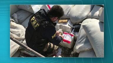 Mais um grande carregamento de maconha é apreendido pela PRF - A droga estava escondida em meio a sacas de milho.