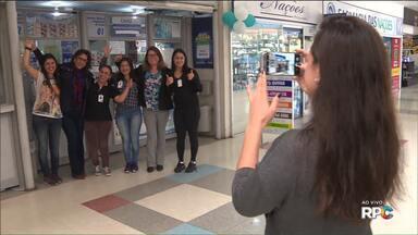 Aposta feita em Curitiba leva prêmio de R$ 51 milhões da Mega Sena - O sortudo fez a aposta em uma Lotérica, que fica dentro de um supermercado, no bairro Novo Mundo.