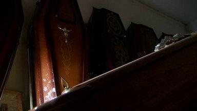 Esquema de funerárias burla regras para conseguir enterros - A máfia das funerárias age livremente no Distrito Federal.